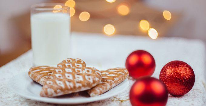 gingerbread cookies and milk 4