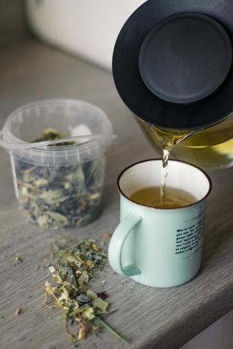 Dandelion root tea for liver health
