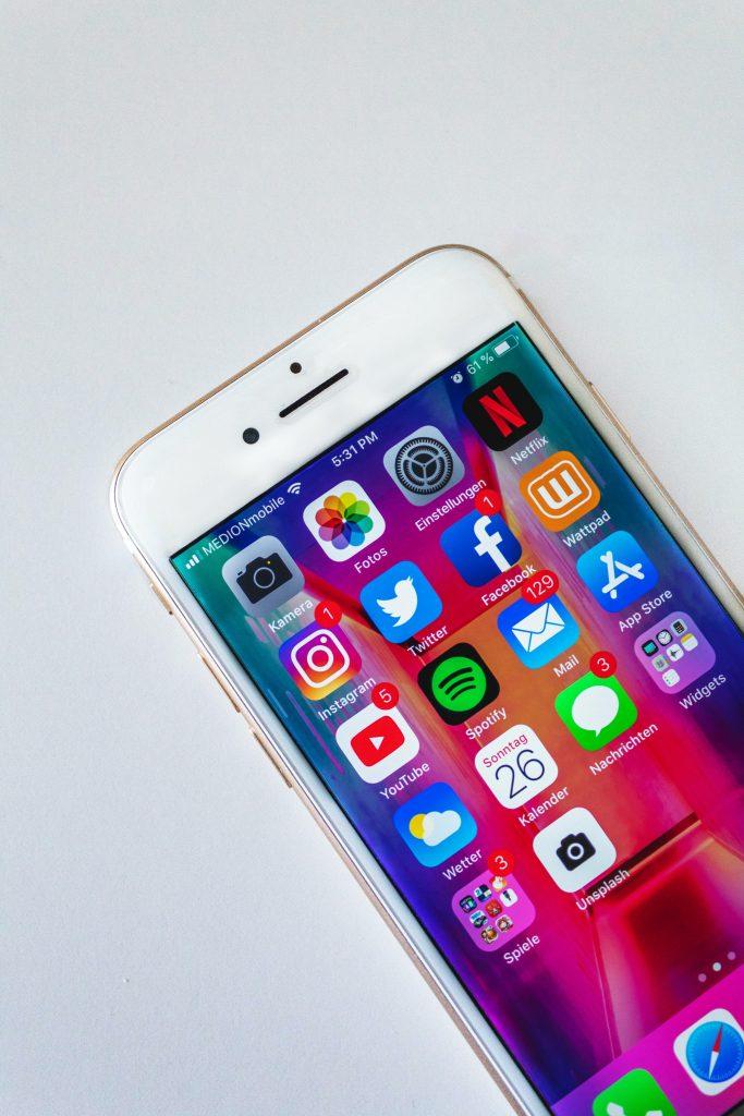 avoid social media to reduce stress